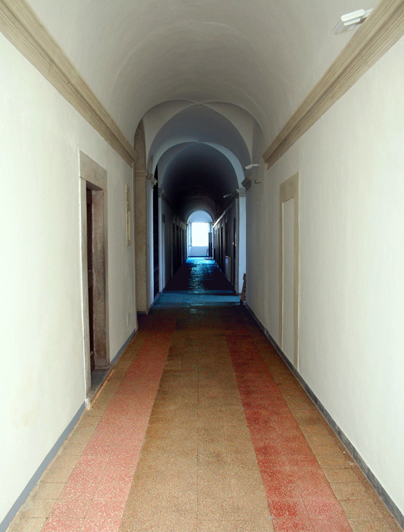 Veduta i uno dei corridoi di accesso alle camere